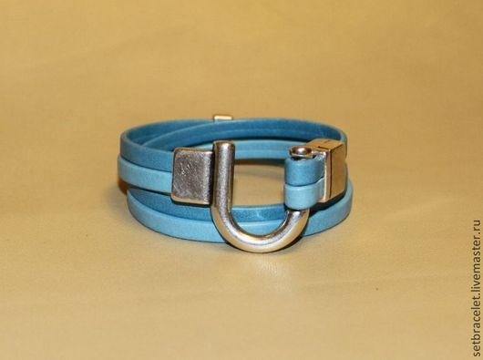 Браслеты ручной работы. Ярмарка Мастеров - ручная работа. Купить Кожаный браслет из кожи голубой два цвета замок подкова. Handmade.