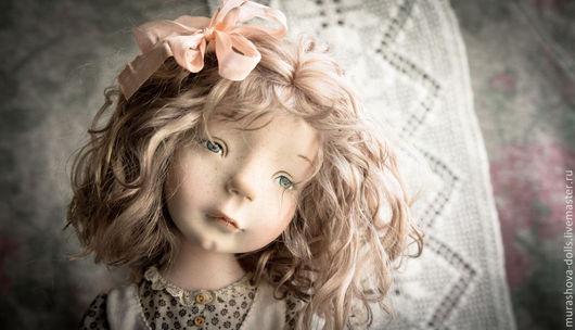 Коллекционные куклы ручной работы. Ярмарка Мастеров - ручная работа. Купить Девочка с котомочкой. Handmade. Бежевый, трессы