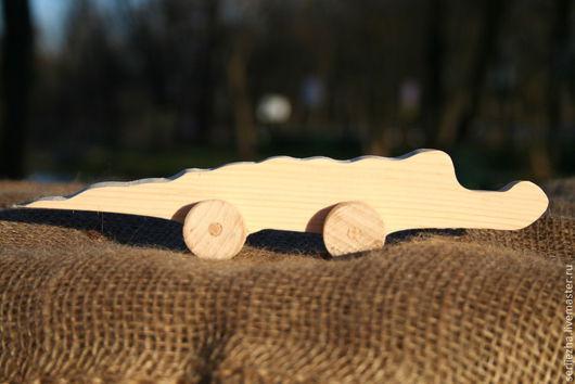 Крокодил-каталка деревянная игрушка ручной работы
