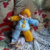"""Подарки к праздникам ручной работы. Ярмарка Мастеров - ручная работа Ватная елочная игрушка """"Арлекин"""" костюм желтый с голубым. Handmade."""