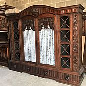 В наличии старинный книжный шкаф!
