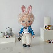 Мягкие игрушки ручной работы. Ярмарка Мастеров - ручная работа Мальчик Кролик с часиками. Handmade.