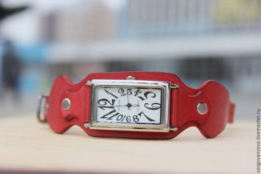 """Часы ручной работы. Ярмарка Мастеров - ручная работа. Купить Часы """"Красные"""". Handmade. Коралловый, часы на широком ремне"""