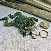 handmade. Livemaster - original item Coin holders: Dark green frog beaded keychain-coin box. Handmade.