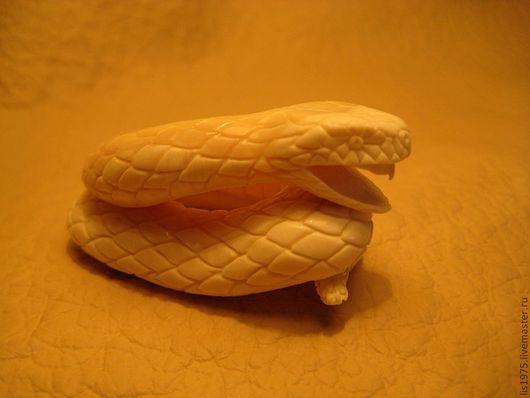 """Миниатюра ручной работы. Ярмарка Мастеров - ручная работа. Купить """"Змей"""". Handmade. Оригинальный подарок, змейка, резная кость, рептилия"""