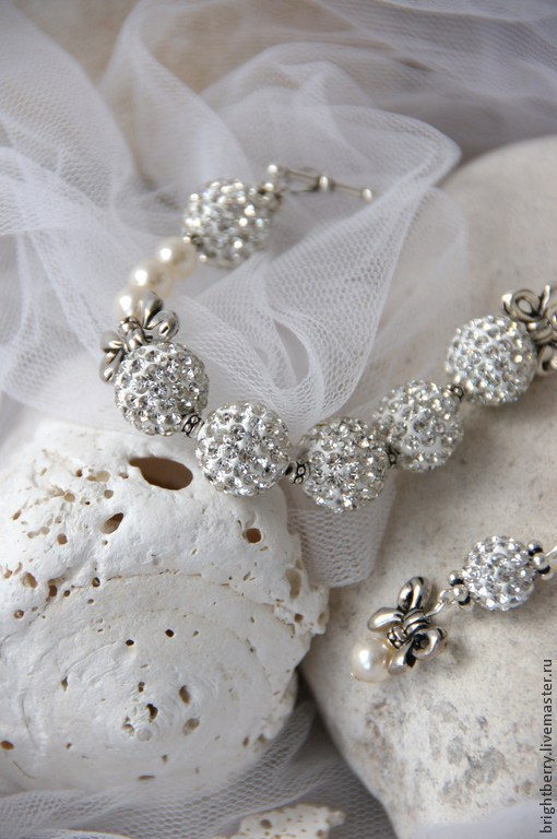 Свадебные украшения ручной работы. Ярмарка Мастеров - ручная работа. Купить Браслет НЕЖНОСТЬ шамбала с кристаллами, жемчуг. Handmade. Белый