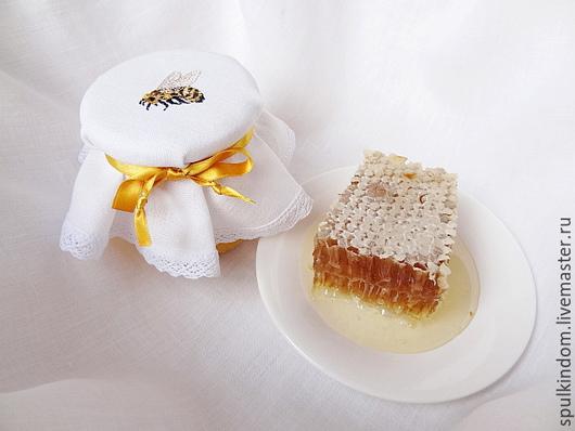 Крышечка для баночки с медом `Пчелка` `Шпулькин дом` мастерская вышивки