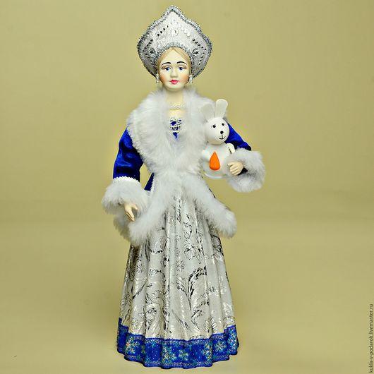 Кукла в русском стиле Снегурочка ручной работы от мастерской `Кукла в Подарок`. Место изготовления - Москва. Доставка Почтой России в регионы и другие страны.