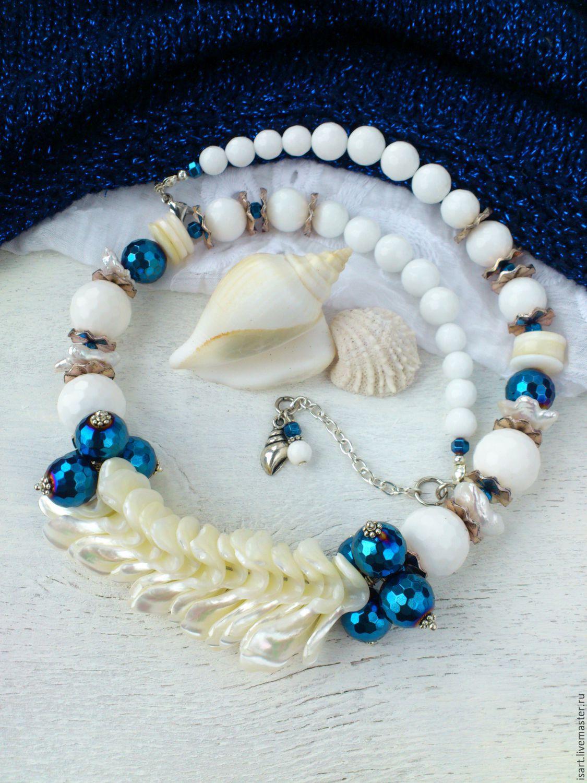 Ожерелье из белых бусин