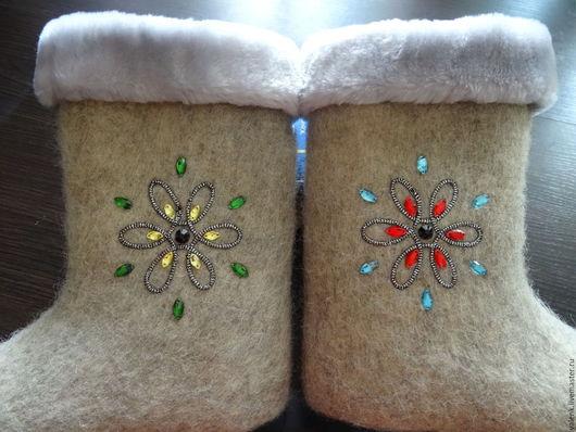 Обувь ручной работы. Ярмарка Мастеров - ручная работа. Купить Валенки с вышивкой Снежинка. Handmade. Комбинированный, овечья шерсть 100%
