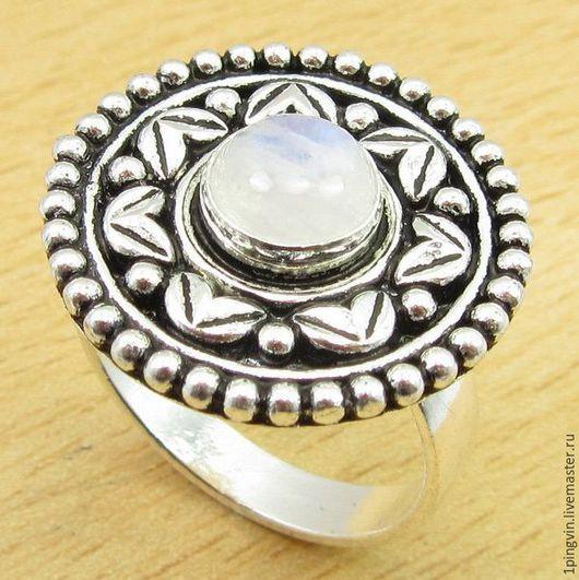 Серебряное кольцо с радужным лунным камнем в винтажном стиле