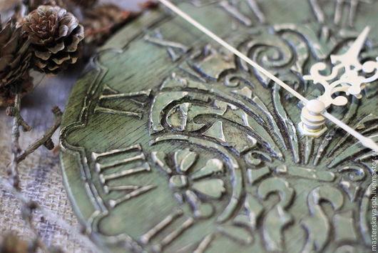 """Часы для дома ручной работы. Ярмарка Мастеров - ручная работа. Купить Часы """"Загадки леса"""". Handmade. Оливковый, потертый"""