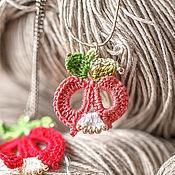 """Украшения ручной работы. Ярмарка Мастеров - ручная работа Кулон """"Розовый тюльпан"""" (хлопок, бисер). Handmade."""
