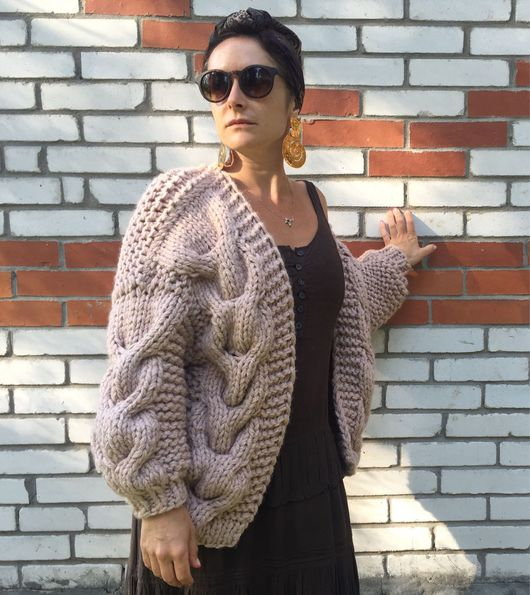 Кофты и свитера ручной работы. Ярмарка Мастеров - ручная работа. Купить Кардиган бомбер крупной вязки бежевый. Handmade. Кардиган
