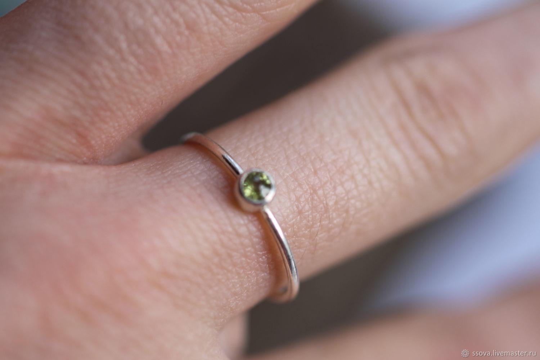 17.5 хризолит 2 мм Кольцо серебряное, Кольца, Вырица,  Фото №1