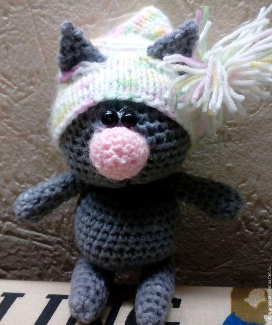 Игрушки животные, ручной работы. Ярмарка Мастеров - ручная работа. Купить Вязаная игрушка Котик в шапочке с помпоном. Handmade.