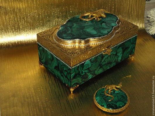 Малахитовые елочные украшения