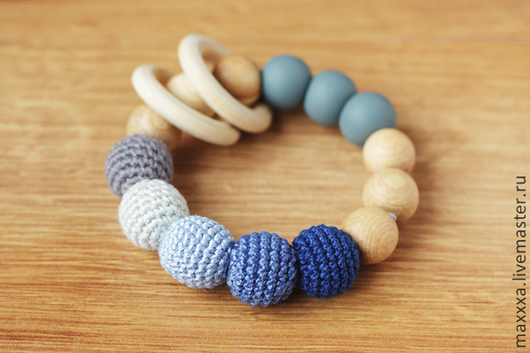 Развивающие игрушки ручной работы. Ярмарка Мастеров - ручная работа. Купить Прорезыватель - первая игрушка серо-голубой с деревянными колечками. Handmade.