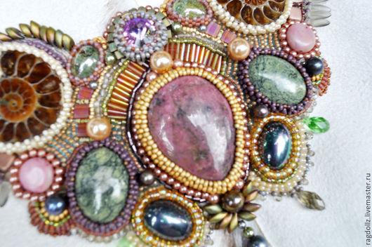 Колье, бусы ручной работы. Ярмарка Мастеров - ручная работа. Купить Колье из бисера и камней с аммонитами Радужные блики. Handmade.