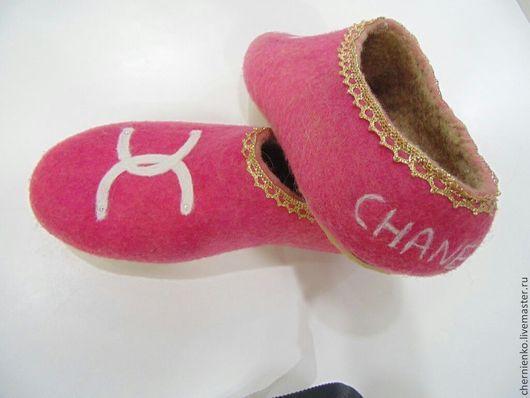 Обувь ручной работы. Ярмарка Мастеров - ручная работа. Купить тапочки войлочные. Handmade. Фуксия, тапочки домашние, тапочки валяные