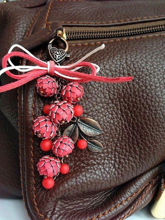 """Украшения для сумок ручной работы. Ярмарка Мастеров - ручная работа. Купить Украшение для сумочки """"Рябина красная"""". Handmade. Ярко-красный"""