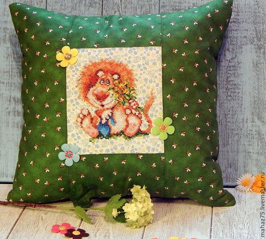 """Текстиль, ковры ручной работы. Ярмарка Мастеров - ручная работа. Купить Подушка """"Лев"""". Handmade. Зеленый, подушка на диван, подушка"""
