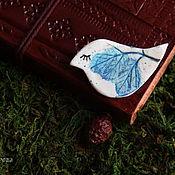 """Украшения ручной работы. Ярмарка Мастеров - ручная работа Брошь-птичка """"Синий листик"""". Handmade."""