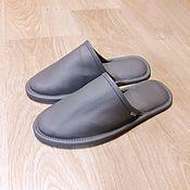 Обувь ручной работы. Ярмарка Мастеров - ручная работа Мужские кожаные тапки серые. Handmade.