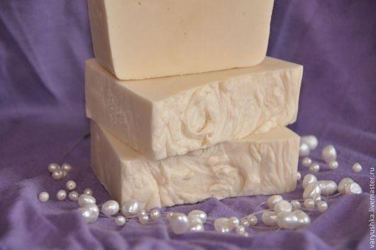 """Мыло ручной работы. Ярмарка Мастеров - ручная работа. Купить """"Молочный соблазн"""" натуральное мыло ручной работы. Handmade. Белый"""
