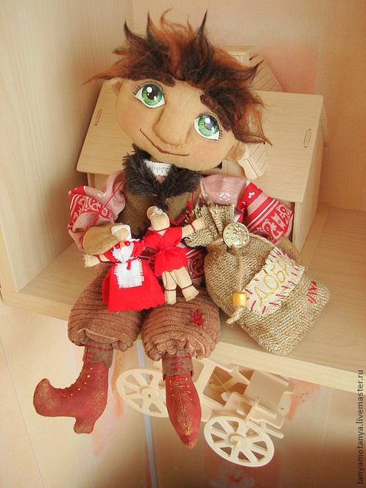 Сказочные персонажи ручной работы. Ярмарка Мастеров - ручная работа. Купить Домовой с оберегом - кукла интерьерная. Handmade. Домовой