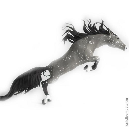 """Статуэтки ручной работы. Ярмарка Мастеров - ручная работа. Купить фигурка маленькая """"Серая лошадь в яблоках"""" (в прыжке). Handmade."""