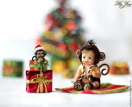 Миниатюра ручной работы. Ярмарка Мастеров - ручная работа. Купить Малыш Чико с обезьянкой (3,7см). Handmade. Малыш с обезьянкой