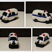 Куклы и игрушки ручной работы. Ярмарка Мастеров - ручная работа Вязаная полицейская машина. Handmade.
